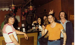 1974 im Puff von Stade Rabak, zweiter von rechts..